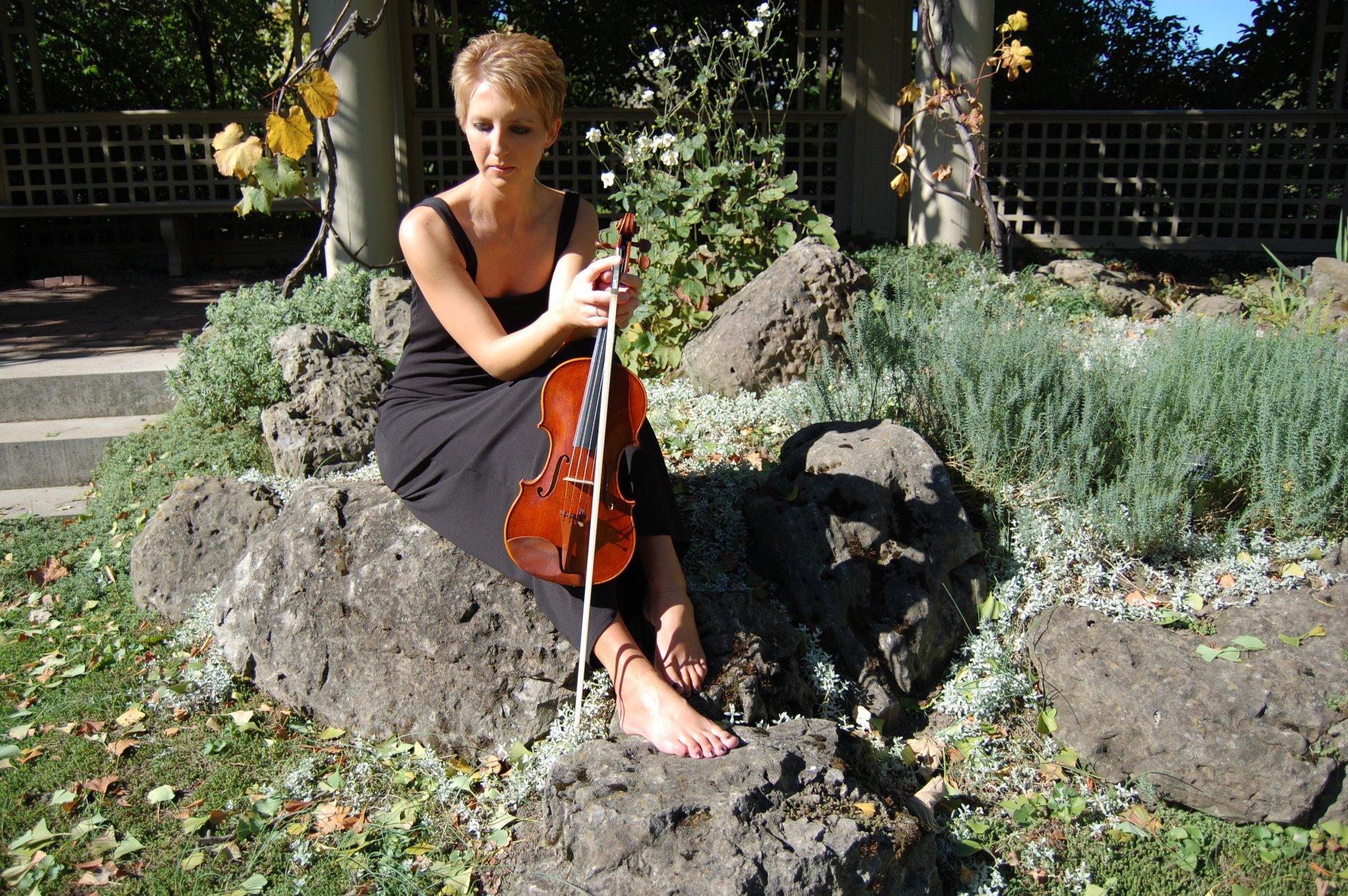 karine violin portrait pic 10